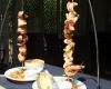 Brochettes au restaurant du camping Le Grillou